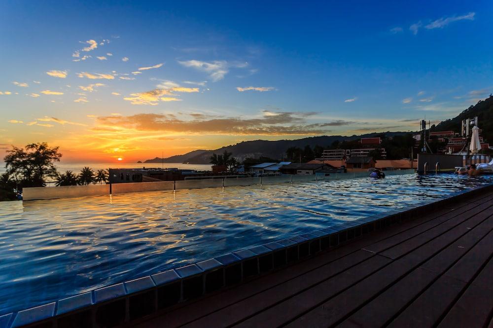 7Q 파통 비치 호텔(7Q Patong Beach Hotel) Hotel Image 44 - Infinity Pool
