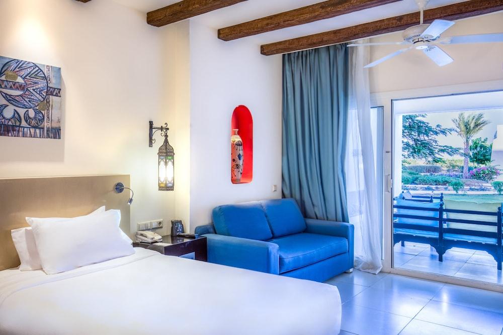 힐튼 마르사 알람 누비안 리조트(Hilton Marsa Alam Nubian Resort) Hotel Image 48 - Living Area
