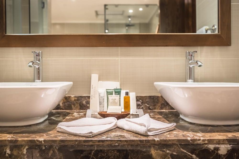 힐튼 마르사 알람 누비안 리조트(Hilton Marsa Alam Nubian Resort) Hotel Image 64 - Bathroom