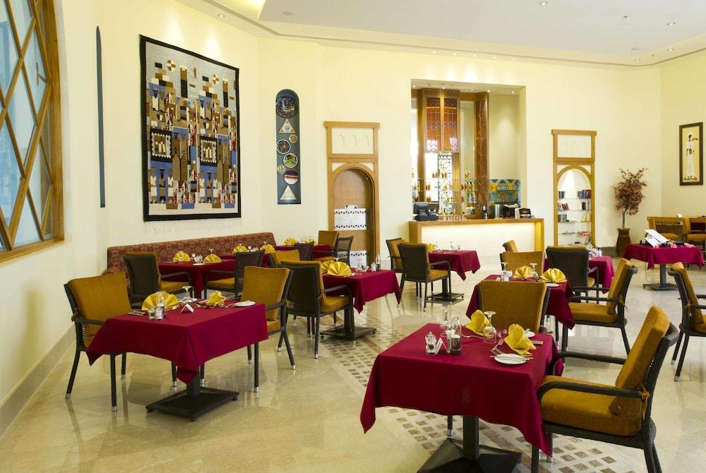 힐튼 마르사 알람 누비안 리조트(Hilton Marsa Alam Nubian Resort) Hotel Image 88 - Food and Drink