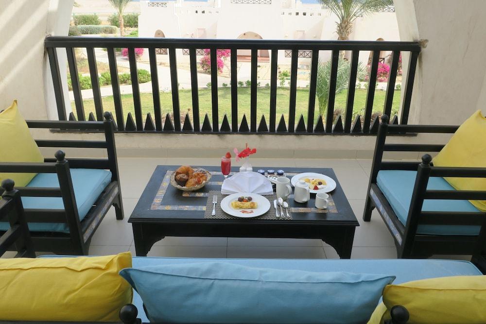 힐튼 마르사 알람 누비안 리조트(Hilton Marsa Alam Nubian Resort) Hotel Image 51 - Balcony