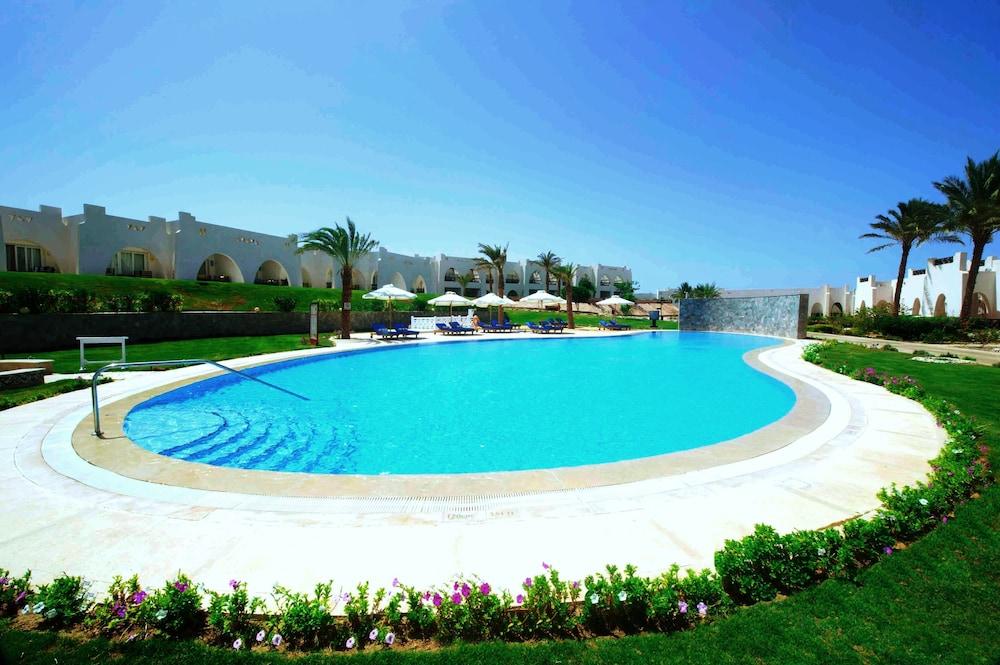 힐튼 마르사 알람 누비안 리조트(Hilton Marsa Alam Nubian Resort) Hotel Image 72 - Outdoor Pool
