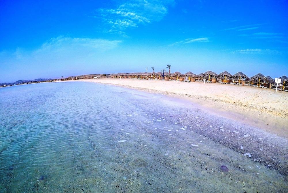 힐튼 마르사 알람 누비안 리조트(Hilton Marsa Alam Nubian Resort) Hotel Image 100 - Beach