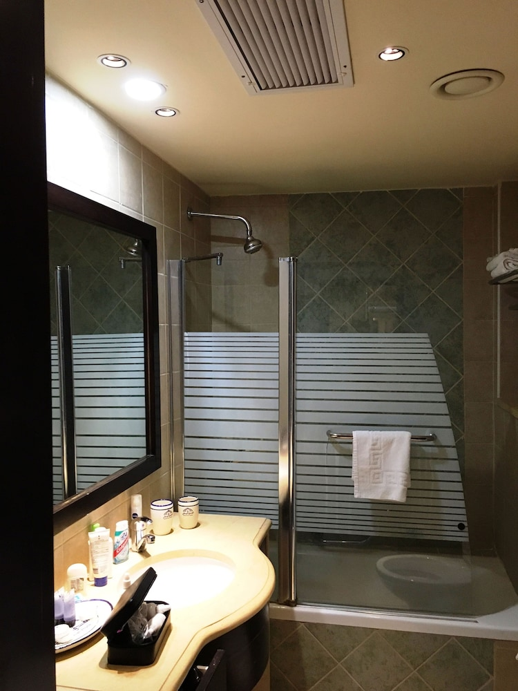 내셔널 호텔 예루살렘(National Hotel Jerusalem) Hotel Image 54 - Bathroom