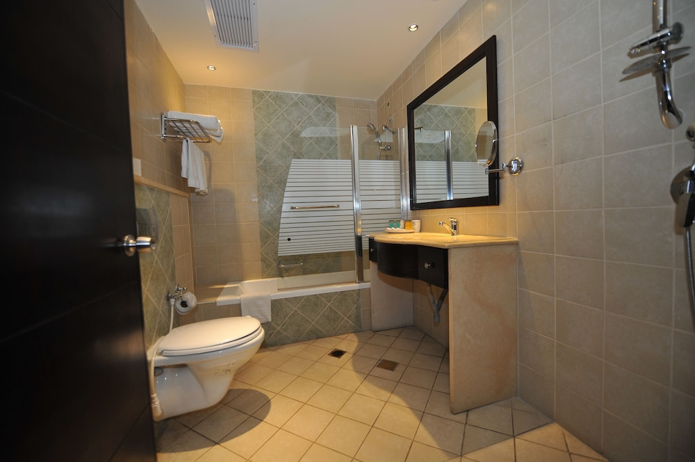 내셔널 호텔 예루살렘(National Hotel Jerusalem) Hotel Thumbnail Image 24 - Bathroom