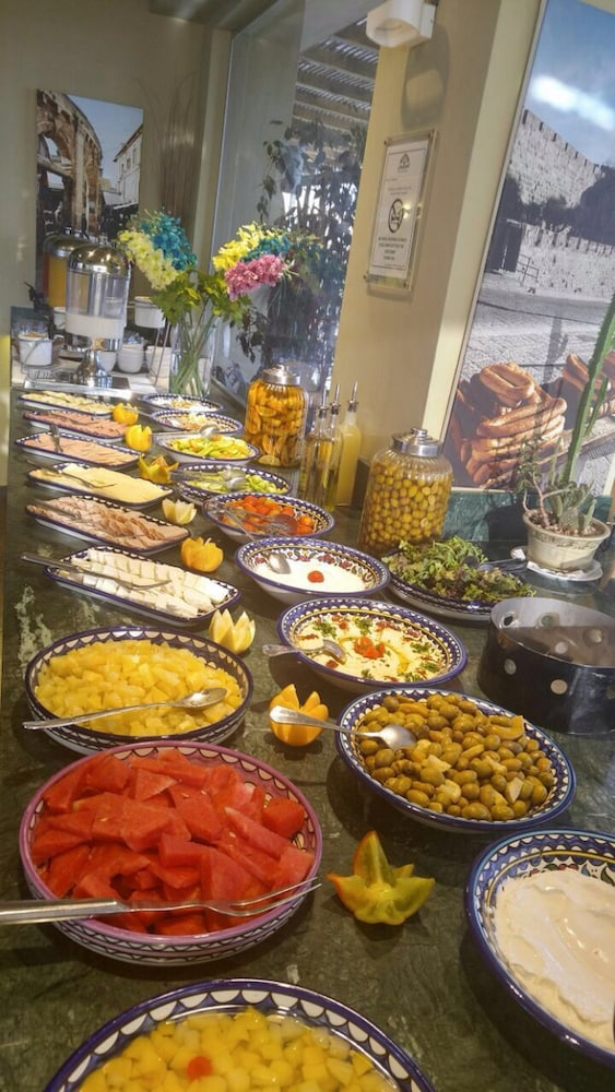 내셔널 호텔 예루살렘(National Hotel Jerusalem) Hotel Thumbnail Image 40 - Buffet