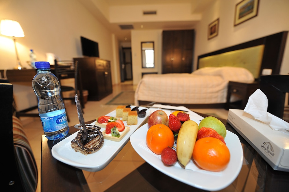 내셔널 호텔 예루살렘(National Hotel Jerusalem) Hotel Thumbnail Image 22 - Room Service - Dining