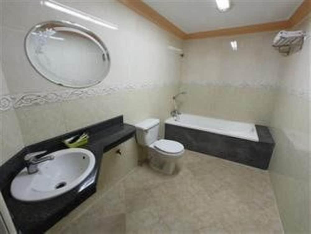 럭키 스타 호텔(Lucky Star Hotel) Hotel Image 14 - Bathroom