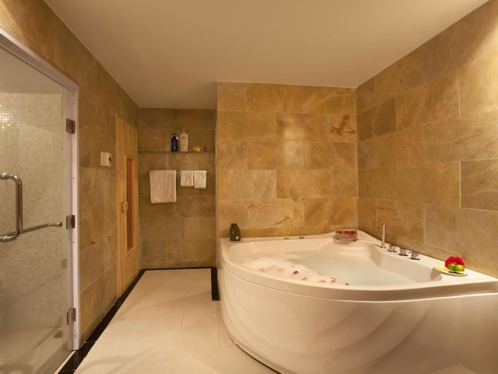 빅토리 사이공 호텔(Victory Saigon Hotel) Hotel Image 26 - Indoor Spa Tub