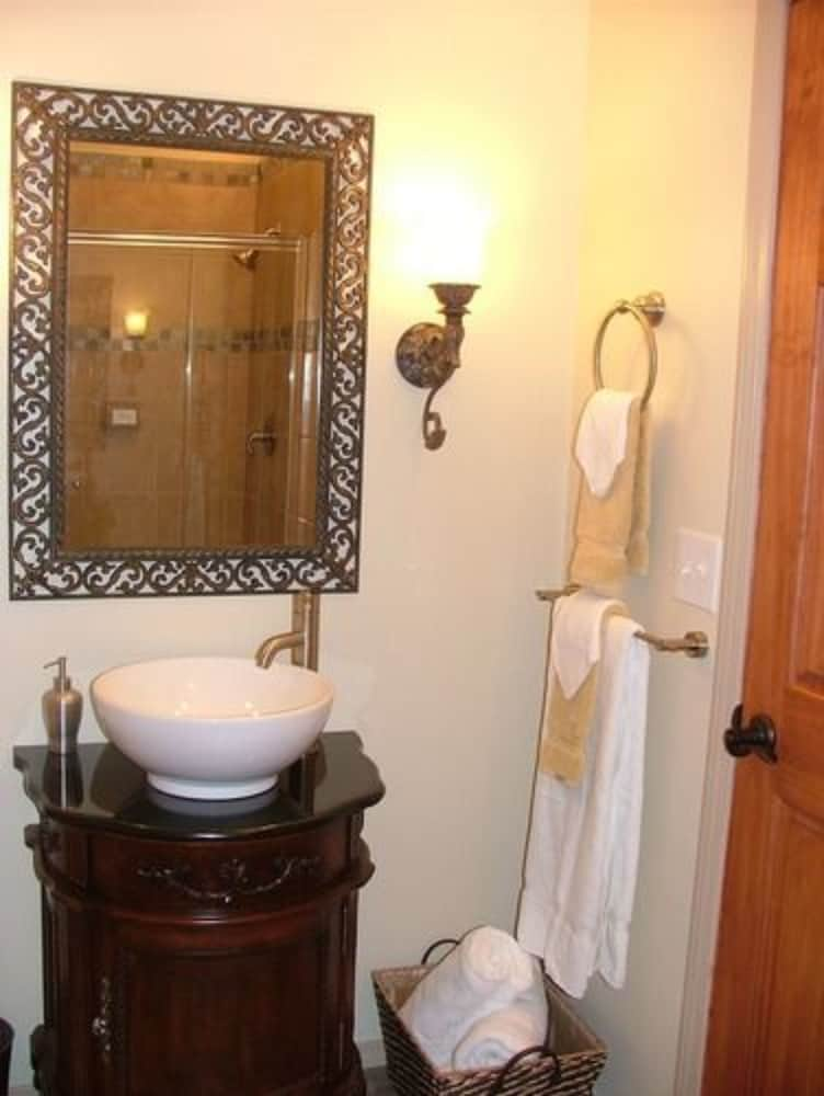 알라스카 어드벤쳐 언리미티드 샬렛(Alaska Adventure Unlimited Chalets) Hotel Image 18 - Bathroom