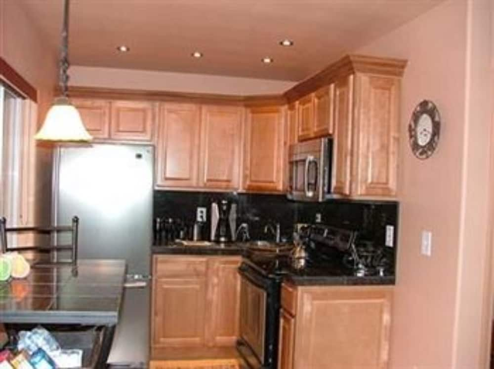 알라스카 어드벤쳐 언리미티드 샬렛(Alaska Adventure Unlimited Chalets) Hotel Image 6 - In-Room Kitchen