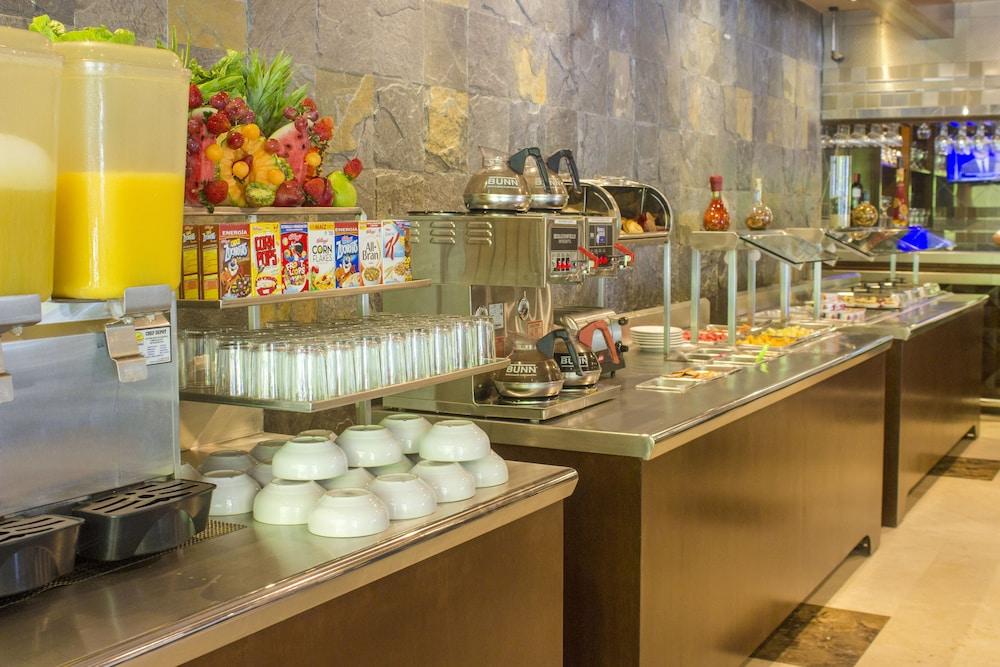 퀄리티 인 마사틀란(Quality Inn Mazatlan) Hotel Image 49 - Breakfast Area