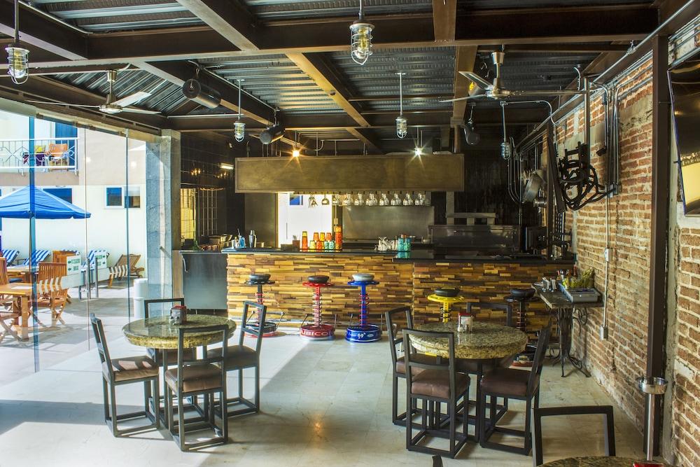 퀄리티 인 마사틀란(Quality Inn Mazatlan) Hotel Image 55 - Hotel Bar
