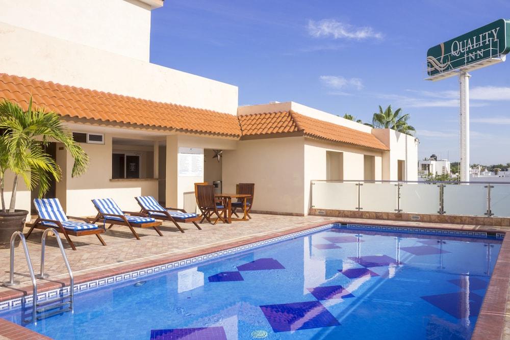 퀄리티 인 마사틀란(Quality Inn Mazatlan) Hotel Image 43 - Outdoor Pool