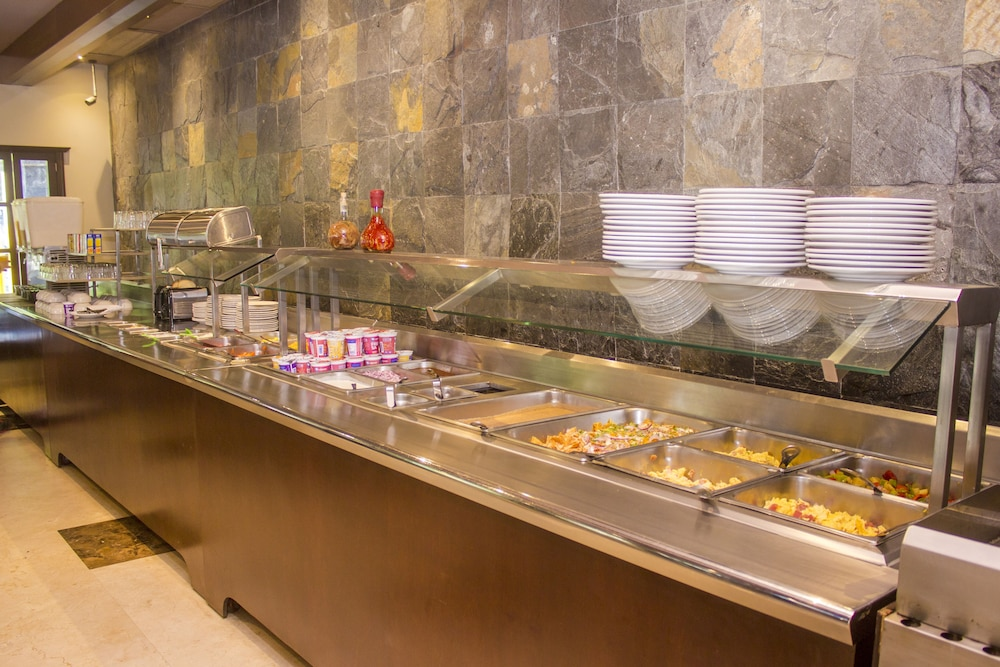 퀄리티 인 마사틀란(Quality Inn Mazatlan) Hotel Image 51 - Restaurant