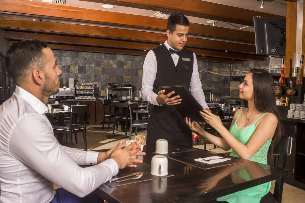 퀄리티 인 마사틀란(Quality Inn Mazatlan) Hotel Image 52 - Restaurant