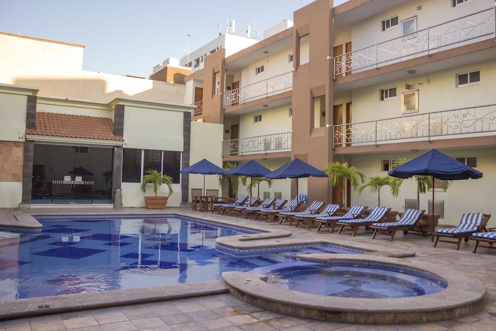 퀄리티 인 마사틀란(Quality Inn Mazatlan) Hotel Image 39 - Outdoor Pool