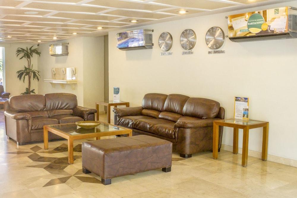 퀄리티 인 마사틀란(Quality Inn Mazatlan) Hotel Image 3 - Lobby Sitting Area