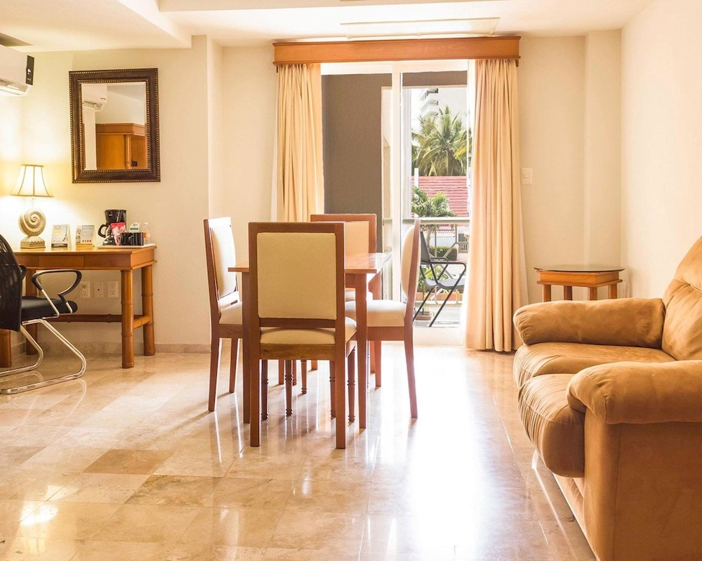 퀄리티 인 마사틀란(Quality Inn Mazatlan) Hotel Image 19 - Guestroom