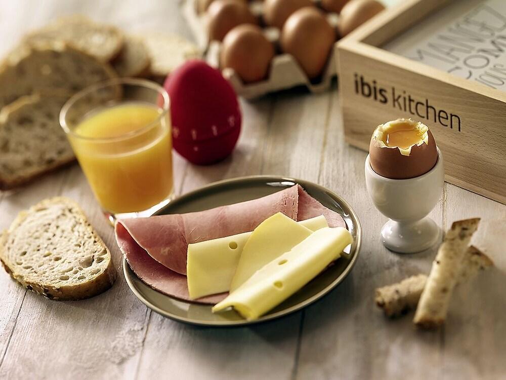이비스 이스트레 트리강스(ibis Istres Trigance) Hotel Image 9 - Food and Drink