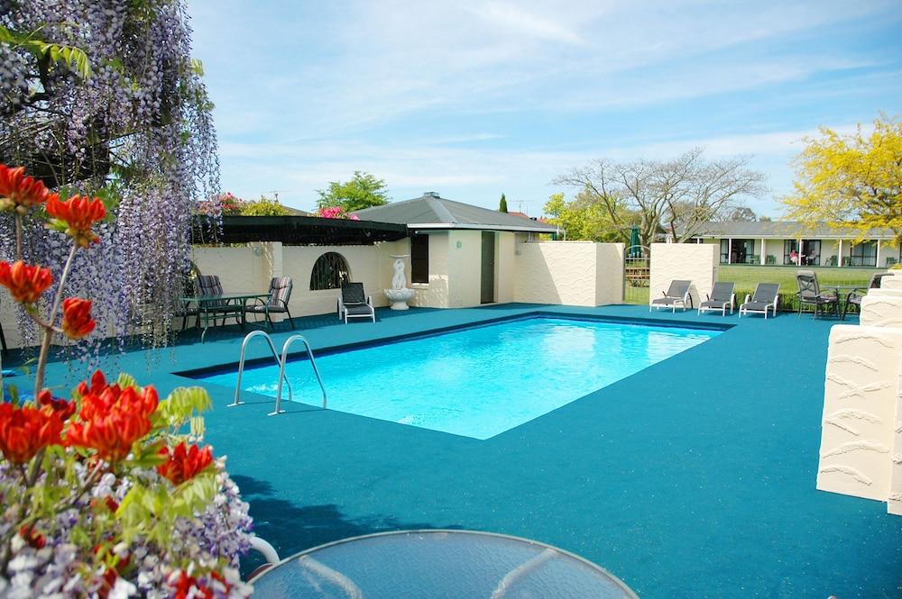 이퀘스트리언 로지 모텔(Equestrian Lodge Motel) Hotel Image 40 - Outdoor Pool