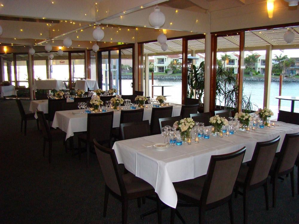 마리나 호텔(The Marina Hotel) Hotel Image 34 - Indoor Wedding