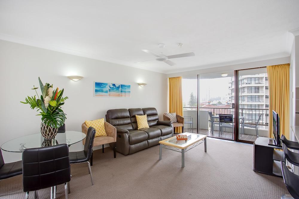 퍼시픽 리조트 브로드비치(Pacific Resort Broadbeach) Hotel Image 15 - Living Area