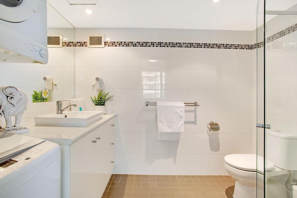 퍼시픽 리조트 브로드비치(Pacific Resort Broadbeach) Hotel Image 20 - Bathroom