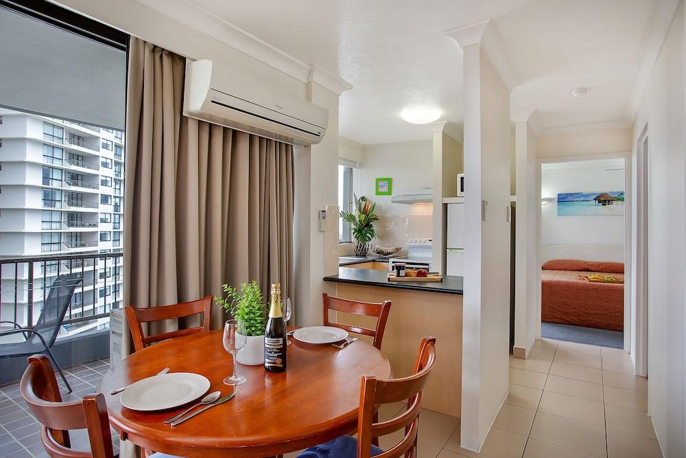 퍼시픽 리조트 브로드비치(Pacific Resort Broadbeach) Hotel Image 7 - In-Room Dining