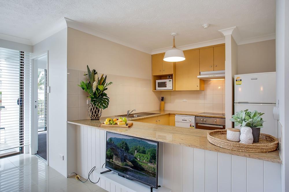 퍼시픽 리조트 브로드비치(Pacific Resort Broadbeach) Hotel Image 13 - In-Room Kitchen