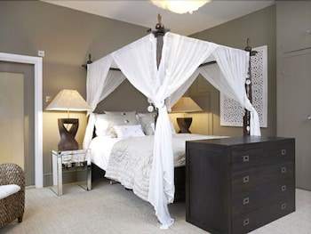 Double Room (Orchid)