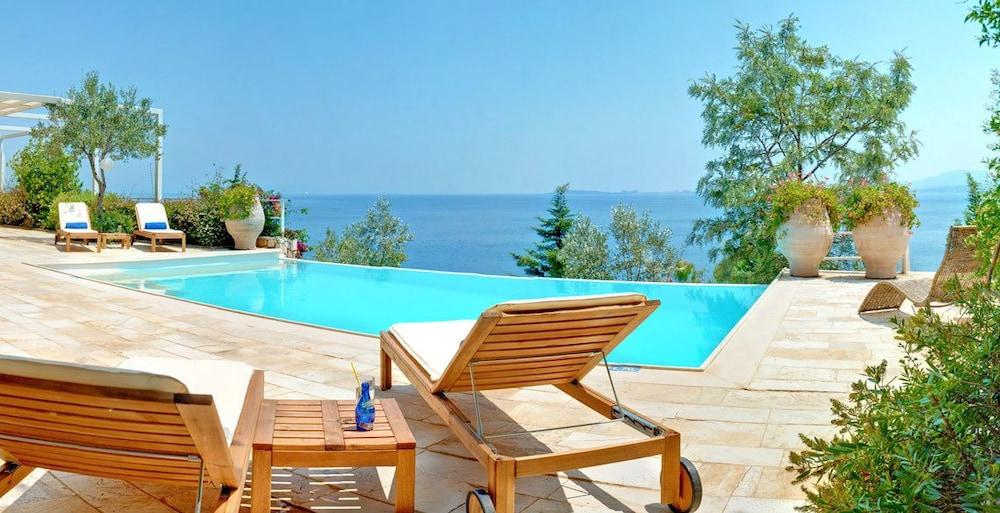 코르푸 럭셔리 빌라(Corfu Luxury Villas) Hotel Image 25 - Terrace/Patio