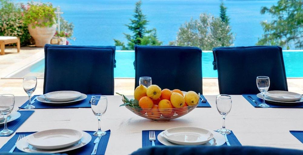 코르푸 럭셔리 빌라(Corfu Luxury Villas) Hotel Image 26 - Terrace/Patio