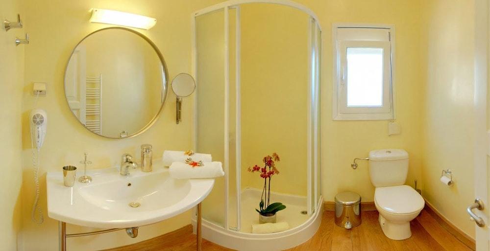 코르푸 럭셔리 빌라(Corfu Luxury Villas) Hotel Image 47 - Bathroom