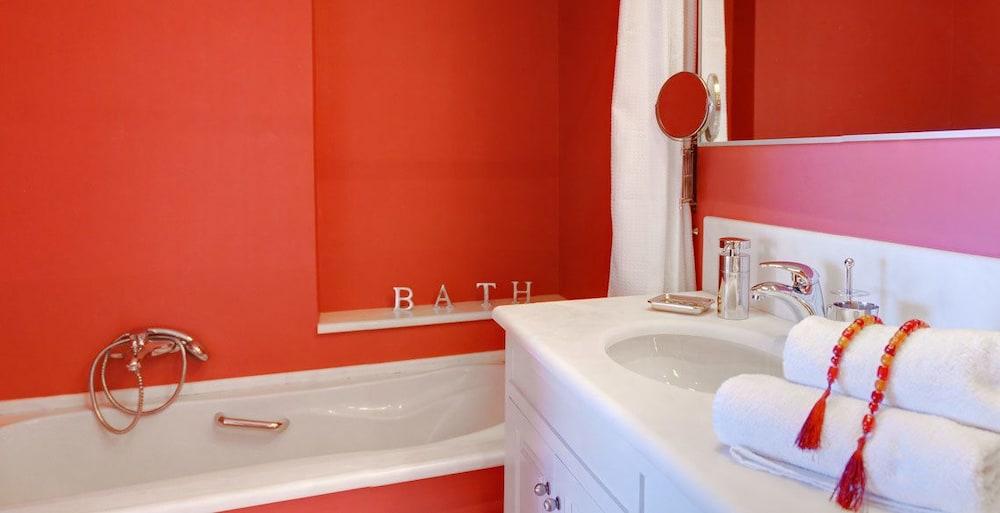 코르푸 럭셔리 빌라(Corfu Luxury Villas) Hotel Image 49 - Bathroom