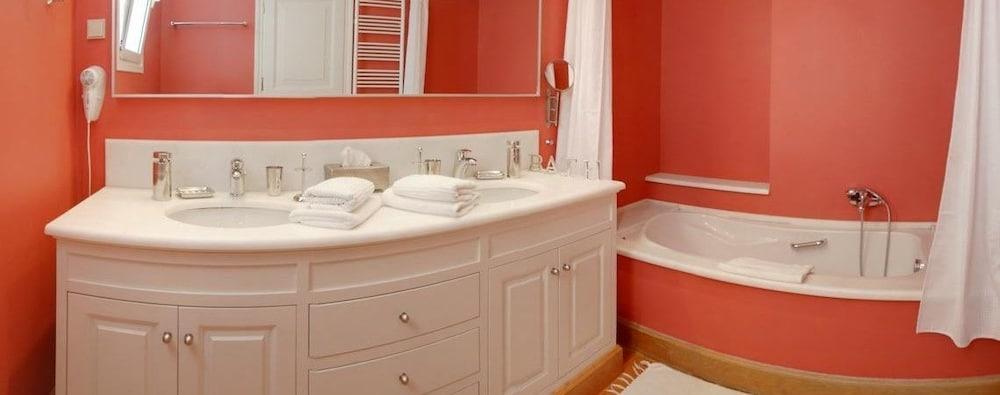 코르푸 럭셔리 빌라(Corfu Luxury Villas) Hotel Image 50 - Bathroom