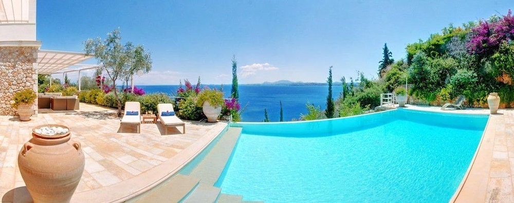 코르푸 럭셔리 빌라(Corfu Luxury Villas) Hotel Image 27 - Terrace/Patio