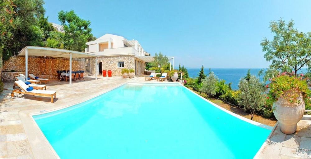 코르푸 럭셔리 빌라(Corfu Luxury Villas) Hotel Image 28 - Terrace/Patio