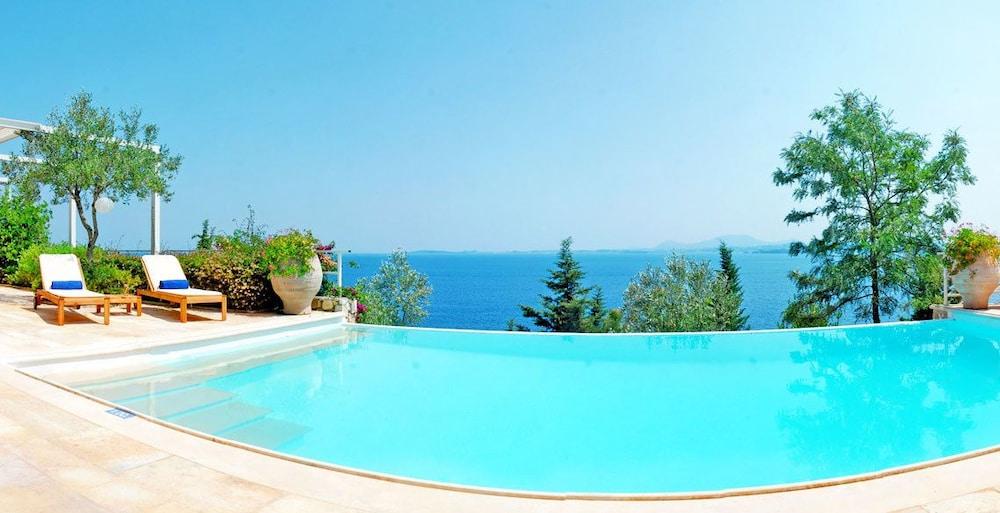 코르푸 럭셔리 빌라(Corfu Luxury Villas) Hotel Image 29 - Terrace/Patio