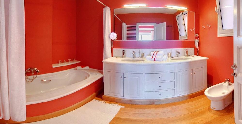 코르푸 럭셔리 빌라(Corfu Luxury Villas) Hotel Image 53 - Bathroom