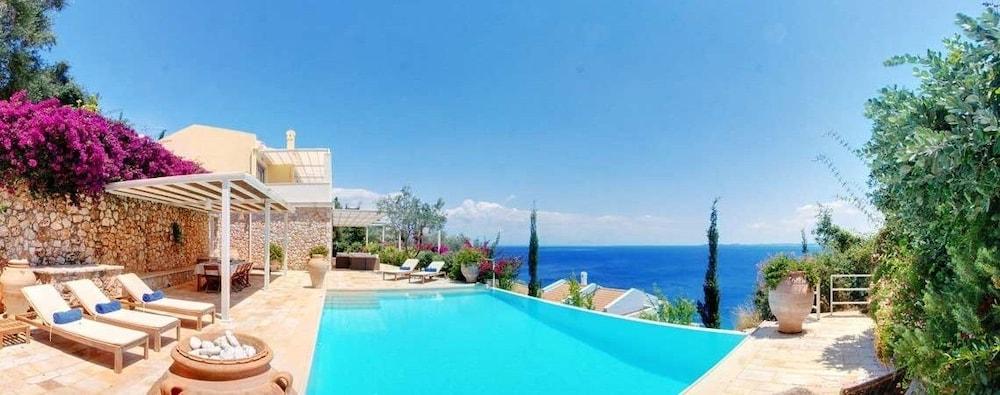 코르푸 럭셔리 빌라(Corfu Luxury Villas) Hotel Image 32 - Terrace/Patio