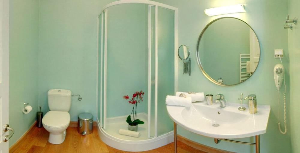 코르푸 럭셔리 빌라(Corfu Luxury Villas) Hotel Image 54 - Bathroom