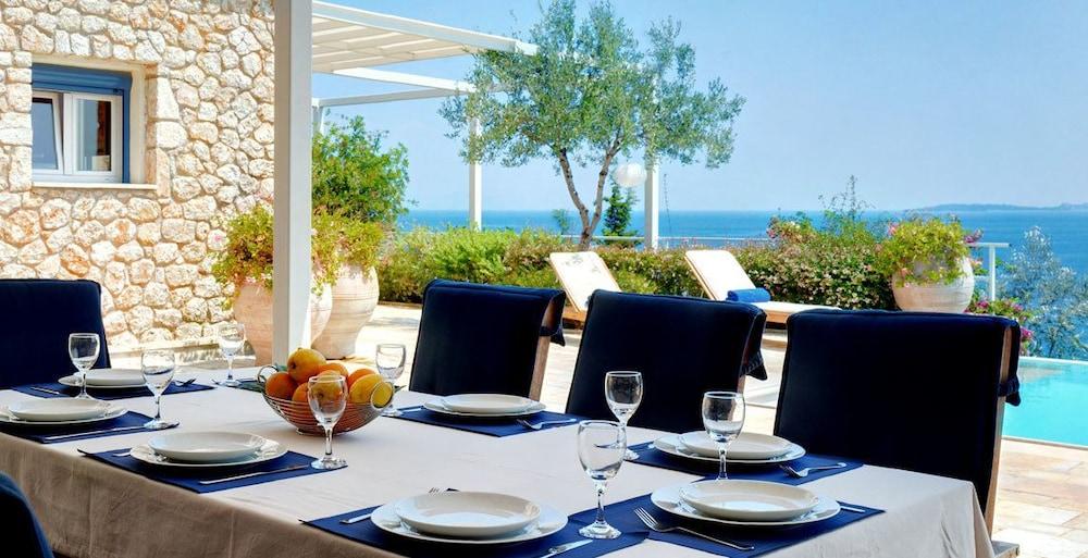 코르푸 럭셔리 빌라(Corfu Luxury Villas) Hotel Image 36 - Terrace/Patio