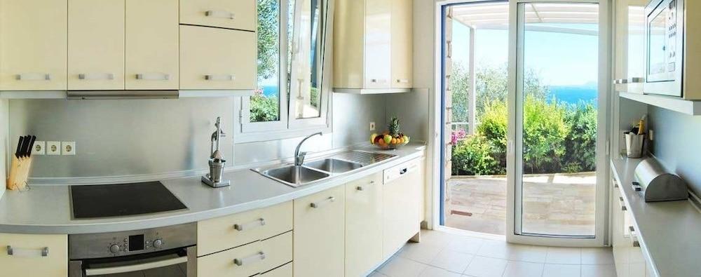 코르푸 럭셔리 빌라(Corfu Luxury Villas) Hotel Image 15 - In-Room Kitchen