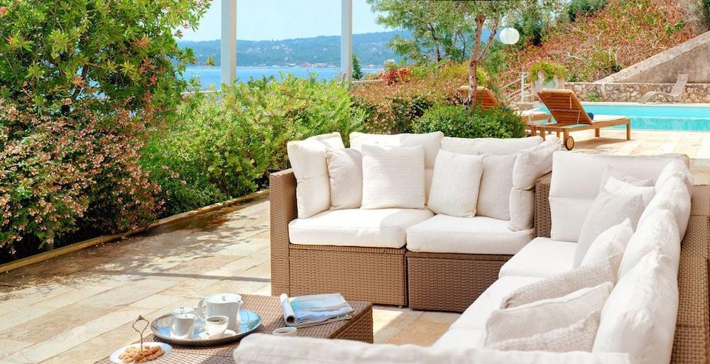 코르푸 럭셔리 빌라(Corfu Luxury Villas) Hotel Image 37 - Terrace/Patio