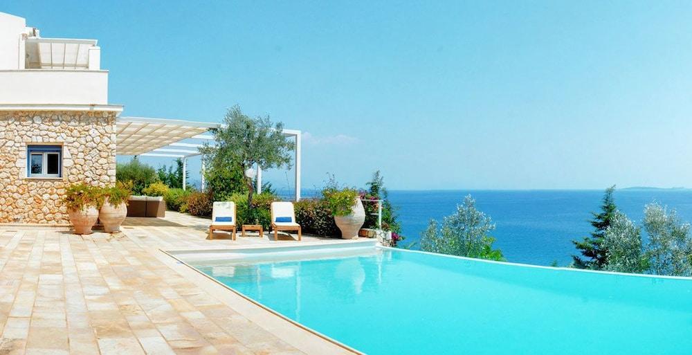 코르푸 럭셔리 빌라(Corfu Luxury Villas) Hotel Image 38 - Terrace/Patio