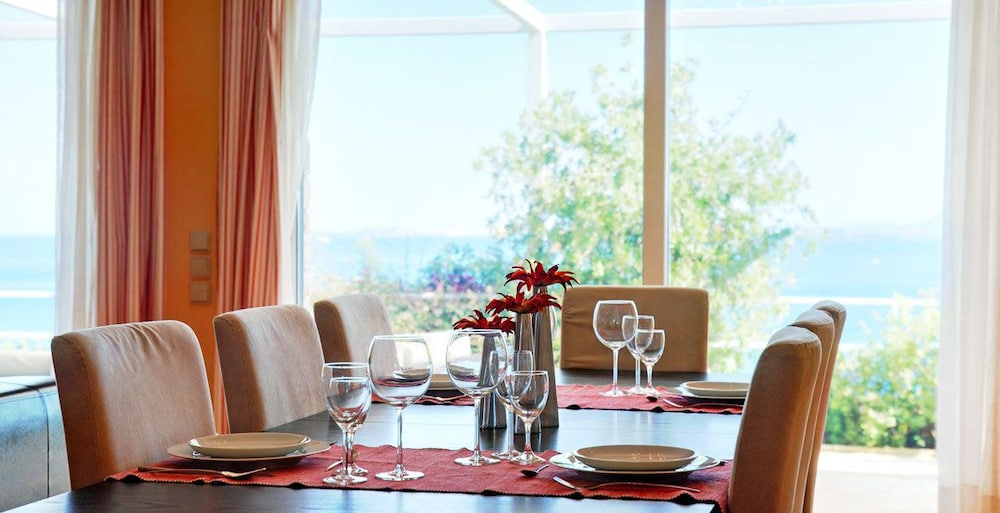 코르푸 럭셔리 빌라(Corfu Luxury Villas) Hotel Image 12 - In-Room Dining