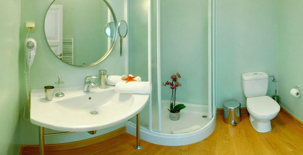 코르푸 럭셔리 빌라(Corfu Luxury Villas) Hotel Image 55 - Bathroom