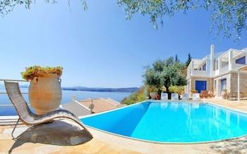코르푸 럭셔리 빌라(Corfu Luxury Villas) Hotel Image 59 - Outdoor Pool