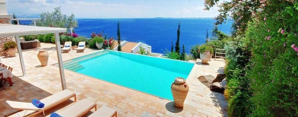 코르푸 럭셔리 빌라(Corfu Luxury Villas) Hotel Image 42 - Terrace/Patio